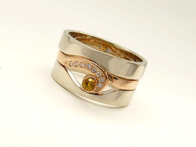 Szemet formázó köves gyűrű és karikagyűrű